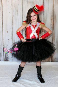 Cascanueces inspiraron traje del tutú en negro rojo y oro