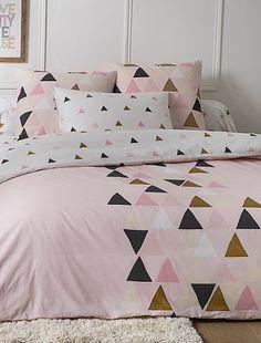 Parure de lit à motif triangle Linge de lit à 25,00€ - Découvrez nos collections mode à petits prix dans notre rayon Parure de lit.
