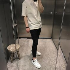 The Best Examples for Korean Street Fashion Korean Fashion Men, Fashion Mode, Korea Fashion, Korean Men, Boy Fashion, Korean Outfits, Trendy Outfits, Short Outfits, Mode Man