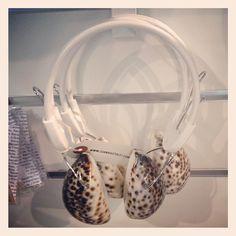 Meeresrauschen to go: Kopfhörer mit Muscheln - gesehen am Airport Lissabon Trance, Diy Projects To Try, Dance Music, To Go, Memories, Design, Travel In Style, Lisbon, Seashells