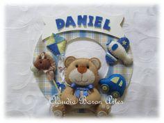 """Guirlanda  para porta de maternidade ou decoração infantil em mdf e feltro """"Urso com brinquedos"""""""