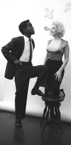 Marilyn Monroe and Sammy Davis Jr., Bauman sitting. Photo by Milton Greene, 1955.