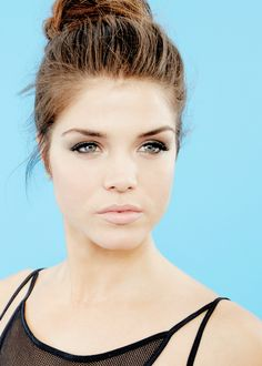 (Fc: Marie Avgeropoulos) Hi! I'm Cassie Sullivan. I am 17 and single. I am a dancer and I enjoy life to the fullest. Introduce?