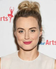 Taylor Schilling, Female Stars, Shopping Hacks, Celebs, Actresses, Diys, Actors, Funny, Crafts