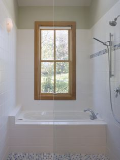 interesting tub shower combo Pickering - contemporary - bathroom - san francisco - John Lum Architecture, Inc. Small Narrow Bathroom, Bathtubs For Small Bathrooms, Small Bathtub, Sunken Bathtub, Tub Shower Combo, Shower Tub, Bath Tub, Shower Window, Clean Shower