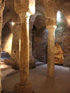 L'abbazia territoriale della Santissima Trinità di Cava de' Tirreni conserva la cripta original que se reproduce