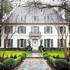 Le plus récent Images Style Architectural classic Populaire Exterior Colors, Exterior Paint, Exterior Design, Decor Scandinavian, French Country House, Facade House, White Houses, Classic House, Curb Appeal