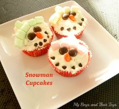 Snowman Cupcakes Kid's Craft.  Food Craft. Kid-friendly dessert. Kid's Cooking. Christmas Cupcakes. Winter desserts.