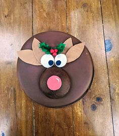Your kids will love this super quick and easy Rudolph cake tutorial on Cake-Geek.com Reindeer Cakes, Geek Magazine, Christmas Cake Decorations, Modeling Chocolate, Cake Cover, Cupcake Ideas, Cake Tutorial, Chocolate Ganache, Fondant