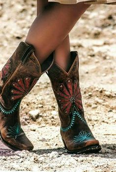 Find More at => http://feedproxy.google.com/~r/amazingoutfits/~3/sKiY0vvP4Cw/AmazingOutfits.page #CowgirlBoots
