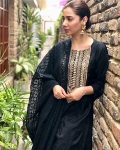 Mahira khan in black embroidered Dress Pakistani Dress Design, Pakistani Outfits, Indian Outfits, Eid Dresses, Indian Dresses, Bridal Dresses, Mahira Khan Photos, Pakistani Actress Mahira Khan, Mahira Khan Dresses