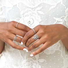 Blogger Karen Blanchard from @karenbritchick looks fabulous in white vintage dress and sterling silver PANDORA rings from the Autumn collection 2014. | www.goldcasters.com