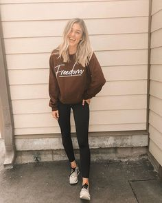 Want to know more about Sadie Robertson family? Sadie Robertson Dresses, Sadie Robertson Tattoo, Sadie Robertson Boyfriend, Duck Dynasty Sadie, Robertson Family, Classic Wedding Dress, Blue Tops, Role Models, Fit And Flare