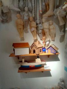 Barco, casas, parafina, variedade do material. Fé permanente.