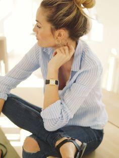 Неделя 5, вопрос 22. Блузки-рубашки. Обычно белые и голубые в полоску.