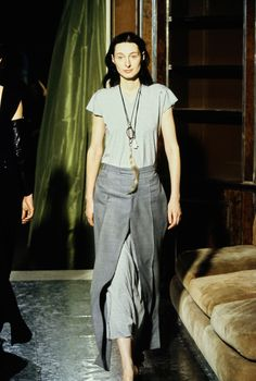 See the complete Maison Margiela Spring 1999 Ready-to-Wear collection.