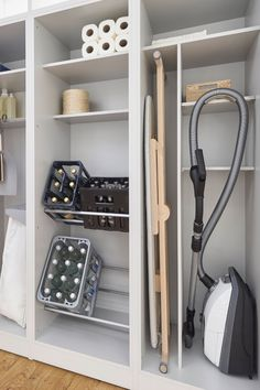 Furniture in the utility room: organizing system in the cupboard – Image 5 - haus.decordiyhome Furniture in the utility room: organizing system in the cupboard Laundry Cupboard, Kitchen Cupboards, Space Kitchen, Kitchen Storage, Laundry In Kitchen, Utility Cupboard, Laundry Room Doors, Pantry Shelving, Kitchen Pantry Design