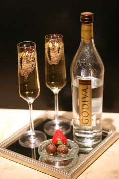 Godiva Chocolate Champagne Cocktail from the Four Seasons Hotel Champagne Recipe, Champagne Cocktail, Cocktail Drinks, Cocktail Recipes, Champagne Brands, Sparkling Wine, Party Drinks, Fun Drinks, Yummy Drinks