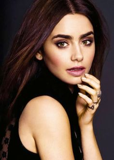 Makes me wish I never started waxing and over plucking my eyebrows in high-school!  It's taken me years just to get them to be sort of ok, lol! Beautiful make up for green eyes- Lily Collins