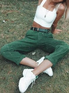 New Green Corduroy Pockets Buttons High Waisted Casual Pant Green Things green color types Retro Outfits, Mode Outfits, Cute Casual Outfits, Girl Outfits, Cute Pants Outfits, Sweater Outfits, Artsy Outfits, Vintage Summer Outfits, Outfits 2014