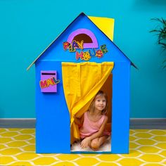 Easy DIY playhouses you can make today Diy Crafts Hacks, Diy Crafts For Gifts, Diy Home Crafts, Diy Arts And Crafts, Creative Crafts, Fun Crafts, Barbie Dolls Diy, Diy Doll, 5 Minute Crafts Videos