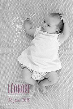 Un lapin en peluche imaginaire s'est invité sur le faire-part de naissance de Léonore sous forme d'illustration... Une carte dont la mise en page est réalisée sur mesure pour s'adapter à la photo de votre nouveau-né! Une nouveauté Rosemood... #birthcard #announcementcard #rabbit #pics #illustration #blanket