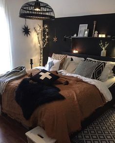 modern rustic bedroom Discover the Ultimate Master Bedroom Styles and Inspirations Dark Cozy Bedroom, Black Master Bedroom, Dream Bedroom, Home Bedroom, Master Bedrooms, Master Suite, Bedroom Decor For Women, Bedroom Inspo, Bedroom Ideas