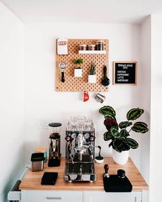 Coffee Area, Coffee Nook, Coffee Bar Home, Home Coffee Stations, Coffee Station Kitchen, Coffee Bar Station, Coffee Cabinet, Breakfast Station, Coin Café