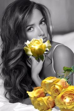 Beautiful colorful pictures and Gifs: Amazing-beautiful-fashion-flowers-Gifs. Beautiful Gif, Beautiful Roses, Color Splash, Color Pop, Splash Photography, Romantic Pictures, Ansel Adams, Black And White Colour, Mellow Yellow