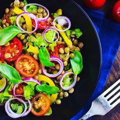 Bon appétit !  #Salade de lentilles, tomates, oignons et basilic frais. Un plat #frais, riche en fibres et faible en matières grasses !  #mincir #maigrir #pertedepoids #perdredupoids #regimeuse #minceur #reequilibragealimentaire  #instadiet #adieuleskilos #naturel #cleaneating #food #recipes #miam #plaisir #mangersain #instamotivation #getfit #natural #instaregime #recipes #fresh  #regime #diet #instaregime #plaisir  #TBC #topbodychallenge #justdoit