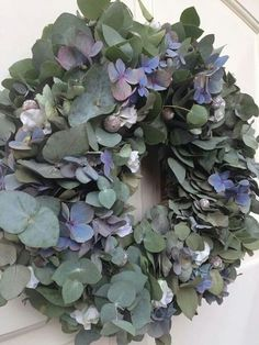 Krans Eucalyptus en Hortensia. GoedGevonden ( ook workshop artikel )