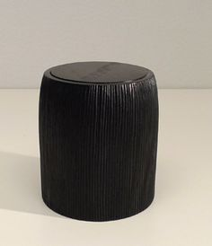 scatola in wengè inciso. diametro cm.12xh.19