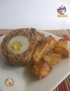 Polpettone farcito speck e uovo con patate al forno