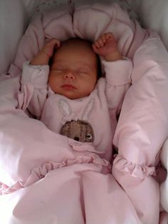 Cute Little Baby, Baby Kind, Little Babies, Cute Babies, Cute Kids, Baby Boy, Cute Baby Girl, Baby Girl Newborn, The Babys