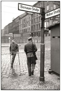 Henri Cartier-Bresson, The construction of the Berlin Wall, 1962