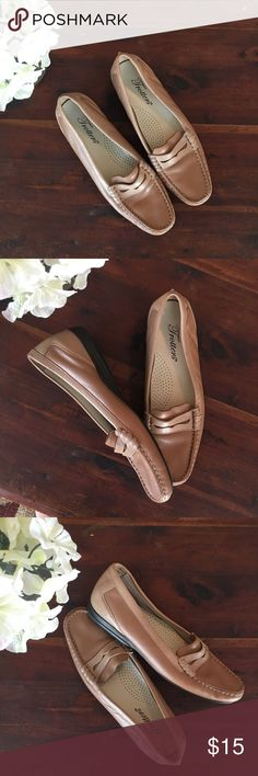 Trotters Slide on Leather Loafers✨ Tan loafers in excellent used condition! These are super comfy and well made shoes. Size 6M. Offers are welcome. ☺️ Trotters Shoes Flats & Loafers