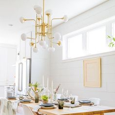 With an incredible eye for design, @creekwoodhill creates a jaw-dropping room featuring Fleming chandelier by @HudsonValleyLighting. Jump on over to our website to see all of @hudsonvalleylighting products link in bio.