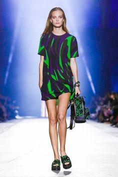 Versace весна-лето 2016. Донателла ВерсачеПодиумная МодаМодный ПоказМилан 8d70cf062a9