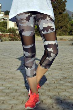 Κολάν κάπρι με διαφάνειες και σχέδιο παραλλαγής σε μπλε σκούρες αποχρώσεις Pants, Fashion, Trouser Pants, Moda, La Mode, Women's Pants, Fasion, Women's Bottoms, Fashion Models