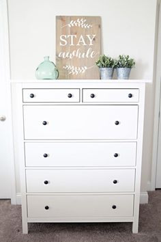 Top 10 best IKEA decorative staplesIKEA HEMNES chest of drawersNo Christmas decoration yet, but belongs .Critic Ikea chest of drawers NordliBuilding fixtures in a simple way - Jaime Costiglio A tutorial on building . Ikea Design, Ikea Living Room, Living Room Furniture, Bureau New York, Bedroom Decor On A Budget, Ikea Decor, Ikea Bedroom Decor, Bedroom Table, Bedroom Dressers