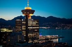 Vancouver Lookout at Harbour Centre provides a 360 degree view of Vancouver? It  starts with a 40 second glass elevator ride, whisking you 170 metres (450 ft) skyward to the observation deck. Enjoy views of cosmopolitan Vancouver, historic Gastown and bustling Coal Harbour.