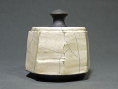 Vintage Pottery, Handmade Pottery, Handmade Ceramic, Japanese Ceramics, Modern Ceramics, Ceramic Boxes, Ceramic Art, Raku Pottery, Ceramic Techniques