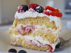 Yay for May and layer cakes! Norwegian Cream Cake (Bløtkake) is a celebration cake, perfect for 17 Mai. Layers of cake, jam, custard, whipped cream & fruit. Norwegian Cake Recipe, Norwegian Food, Norwegian Recipes, Sugar Bread, Sugar Cake, Cake Recipes, Dessert Recipes, Scandinavian Food, Summer Cakes