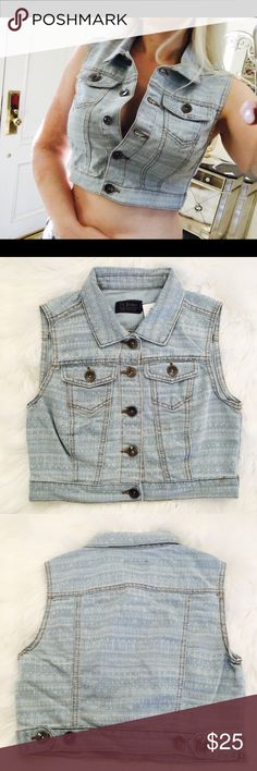 """Denim blue jean vest crop S M jacket Ci Sono Denim Collection Jean crop vest  -button front w/two pockets -overall length 16"""" -80 cotton 20 poly -comfy soft  -light blue wash with subtle off white pattern -size S bust 16"""" pit to pit -size M bust 17.5"""" pit to pit -size L bust 18.5"""" pit to pit  Brand new with tags No trades please 💋 Ci Sono Jackets & Coats Vests"""