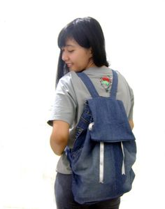 Back to School DIY - Backpack Tutorial from Jeans Jean Crafts, Denim Crafts, Backpack Pattern, Backpack Tutorial, Messenger Bags For School, Jean Backpack, Diy Back To School, Old Jeans, Denim Jeans