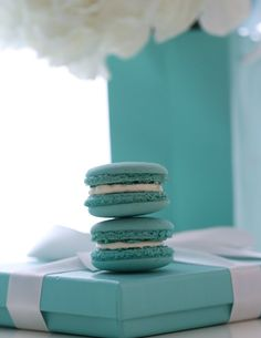Tiffany blue macarons - Passion For baking Blue Macaroons, French Macaroons, Macarons, Macaron Flavors, Macaron Recipe, Blue Orchid Wedding, Wedding Flowers, Tiffany Blue Weddings, Azul Tiffany