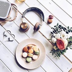 Wishing I was in this scene with @monnie_sedlackova and all the BeoPlay gear!   #beoplay #bangolufsen #headphones #music #sound #apple #mac #luxury #lifestyle #luxurylifestyle #design #danishdesign #gold #earset #beoplaya2 #beoplayh8