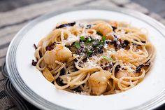 pasta de mariscos: anchoa, chile y camaron