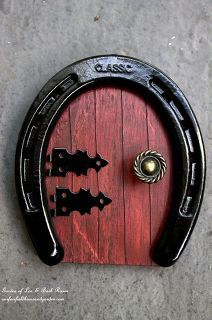 a fairy door using an old horseshow! See how to turn them into something magical for your miniature garden!Make a fairy door using an old horseshow! See how to turn them into something magical for your miniature garden! Horseshoe Projects, Horseshoe Crafts, Horseshoe Art, Garden Projects, Garden Crafts, Garden Art, Garden Ideas, Garden Design, Diy Projects