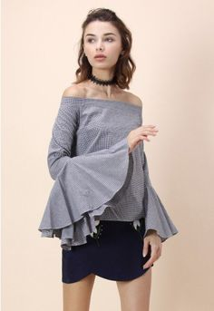 Steal the show with no remorse as you step out in this queenly gingham top with its off-shoulder top and party-starting bell sleeves.  - Partly elastic off-shoulder neckline - Bell sleeves - Side zip closure - 100% cotton - Machine wash cold  Size (cm) Length  Bust  Waist Shoulder Sleeves XS        50     90    96   45-47      62 S         50      96   100   45-47      62 M         52      102  104   47-49     63…